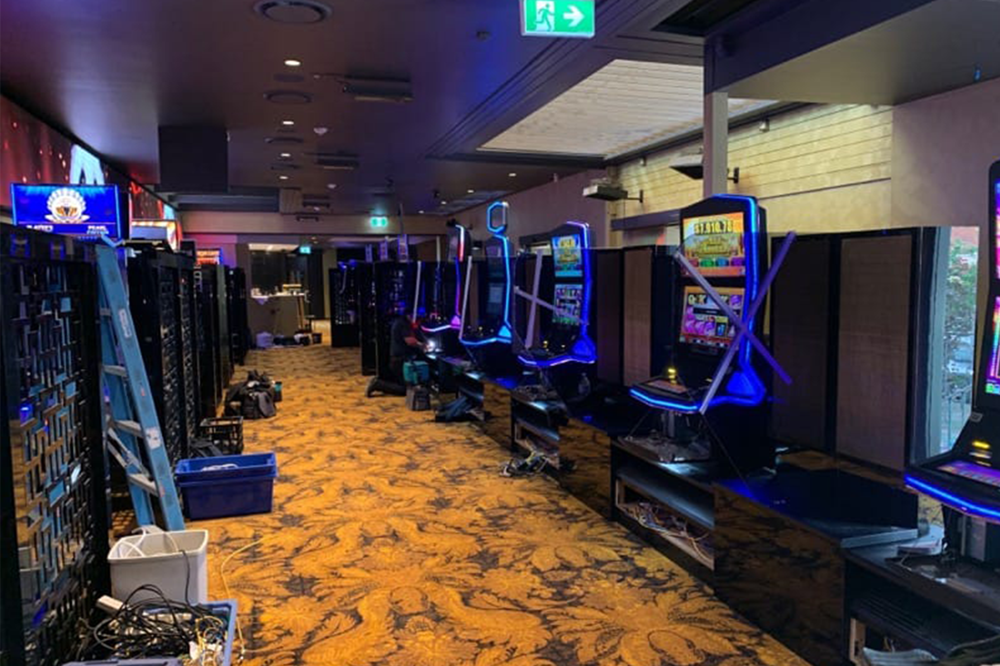 gaming-room-Privacy-screen-dividers-railway-hotel